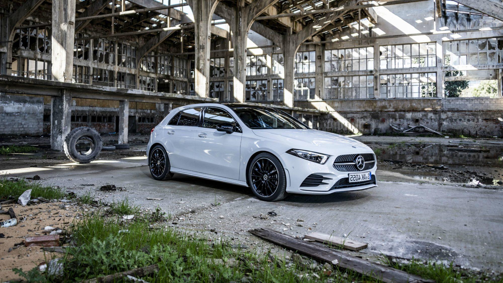 Hej allesammen! I dag på bloggen skal det handle om Mercedes Benz' nye A Klasse bil. En flot Sedan, som både har designet